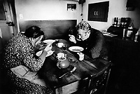 Switzerland. Canton Graubünden. Soglio. Bregaglia valley.  Swiss alpine farmers. Alps mountains peasants. Old couple eats soup for lunch. Dining room. © 1996 Didier Ruef
