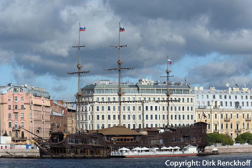 "Reszaurant-Schiff ""Flying Dutchman"", St. Petersburg, Russland"