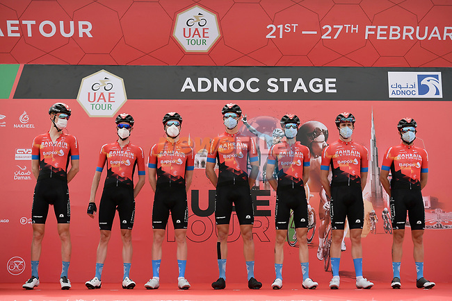 Bahrain-Victorious at sign on before the start of Stage 1 of the 2021 UAE Tour the ADNOC Stage running 176km from Al Dhafra Castle to Al Mirfa, Abu Dhabi, UAE. 21st February 2021.  <br /> Picture: LaPresse/Fabio Ferrari | Cyclefile<br /> <br /> All photos usage must carry mandatory copyright credit (© Cyclefile | LaPresse/Fabio Ferrari)