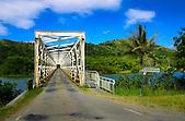 Pont traversant la rivière Ponérihouen, côte Est de la province Nord, Nouvelle-Calédonie