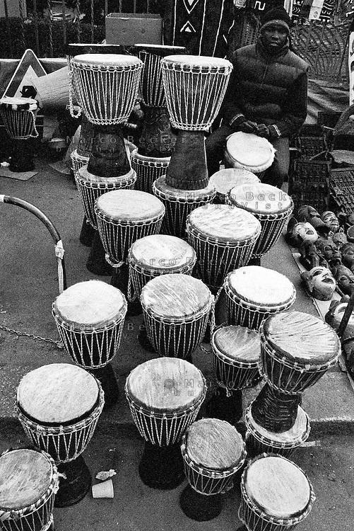 Milano, quartiere Sant'Ambrogio. Fiera degli Oh Bej! Oh Bej!, tradizionale mercatino del periodo natalizio milanese. Un ragazzo africano vende djembe --- Milan, Sant'Ambrogio district. Oh Bej! Oh Bej!, traditional Milanese Christmas fair. An African seller of djembes