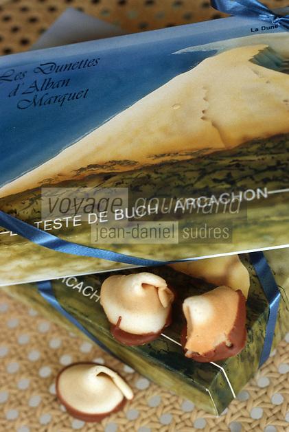 Europe/France/Aquitaine/33/Gironde/Bassin d'Aracachon/Arcachon: La Dunette Petit biscuit en pate d'amande à l'image de la dune du Pilat de la Pâtisserie Alban Marquet 11 av Gambetta