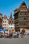 France, Alsace, Department Bas-Rhin, Strasbourg: Cathedral Square with Kammerzell House | Frankreich, Elsass, Départements Bas-Rhin, Strassburg: Muensterplatz mit dem Kammerzellhaus