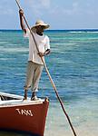 MUS, Mauritius, Hotel Le Cannonier: Strand, Einheimicher wartet auf Fahrgaeste fuer sein Wassertaxi | MUS, Mauritius, Hotel Le Cannonier: beach, local waiting for tourists for his water-taxi