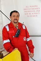 GERMANY Hamburg, Filipino seaman on cargo vessel MV Chaiten in harbour, gangway watch / DEUTSCHLAND Hamburg , philippinischer seeman auf  einem Schiff im Hafen, Gangway Wache