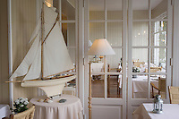 Europe/France/Bretagne/29/Finistère/Locquirec: Grand Hotel des Bains détail de la salle du restaurant
