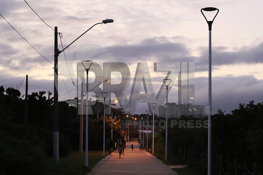 SERRA, ES, 07.06.2020 - CLIMA-ES - Pôr do sol e anoitecer visto da Praia de Manguinhos, cidade de Serra, Espírito Santo, neste domingo, 7. (Foto Charles Sholl/Brazil Photo Press/Folhapress)