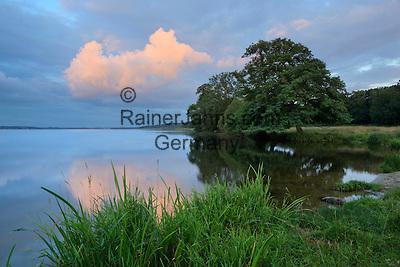 Denmark, Jutland, near Silkeborg: Dusk over Mossø lake   Daenemark, Juetland, bei Silkeborg: Abendstimmung am Julsø-See