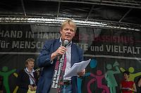 Tausende Menschen beteiligten sich am Sonntag den 19. Juni 2016 in Berlin an einer Menschenkette gegen Rassismus. Die Aktion fand bundesweit am 18. und 19. Juni in verschiedenen Staedten in Deutschland statt.<br /> Im Bild: Der DGB-Vorsitzende Reiner Hoffmann.<br /> 19.6.2016, Berlin<br /> Copyright: Christian-Ditsch.de<br /> [Inhaltsveraendernde Manipulation des Fotos nur nach ausdruecklicher Genehmigung des Fotografen. Vereinbarungen ueber Abtretung von Persoenlichkeitsrechten/Model Release der abgebildeten Person/Personen liegen nicht vor. NO MODEL RELEASE! Nur fuer Redaktionelle Zwecke. Don't publish without copyright Christian-Ditsch.de, Veroeffentlichung nur mit Fotografennennung, sowie gegen Honorar, MwSt. und Beleg. Konto: I N G - D i B a, IBAN DE58500105175400192269, BIC INGDDEFFXXX, Kontakt: post@christian-ditsch.de<br /> Bei der Bearbeitung der Dateiinformationen darf die Urheberkennzeichnung in den EXIF- und  IPTC-Daten nicht entfernt werden, diese sind in digitalen Medien nach §95c UrhG rechtlich geschuetzt. Der Urhebervermerk wird gemaess §13 UrhG verlangt.]