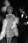 GINA LOLLOBRIGIDA CON VALENTINO GARAVANI - FESTA ANNI 20 JACKIE O' ROMA 1974