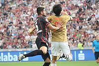 Carlos Zambrano (Eintracht) gegen Ryoichi Maeda (Tokyo) - Eintracht Frankfurt vs. FC Tokyo, Frankfurt Finance Cup, Commerzbank Arena
