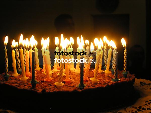 Birthday cake with candles<br /> <br /> Tarta de cumpleaños con belas<br /> <br /> Geburtstagskuchen mit Kerzen<br /> <br /> 2272 x 1704 px<br /> 150 dpi: 38,47 x 28,85 cm<br /> 300 dpi: 19,24 x 14,43 cm