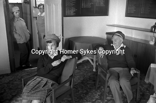 Didsbury Golf Club, near Manchester 1981. Middle England, Middle Class, Middle Age 1980s UK. Lady golf players in the Ladies Room waiting for the rain to stop.