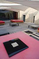 Europe/France/Provence-Alpes-Cote d'Azur/84/ Vaucluse/Saint Saturnin Les Apt: Domaine des Andéols,Hotel restaurant de charme - détail de la terrasse