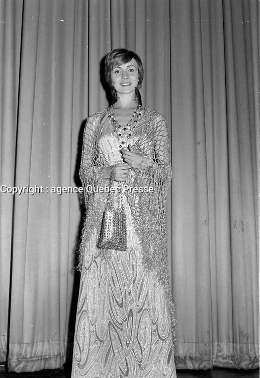 """Premiere du film """"Deux femmes en or"""" au Capitol. <br />  Entre le 1er et le 7 juin 1970 - Louise Turcot.<br /> <br /> Photographe : Photo Moderne- Agence Quebec Presse"""