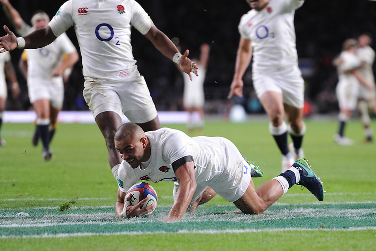 Jonathan Joseph of England scores a try during the Old Mutual Wealth Series match between England and Australia at Twickenham Stadium on Saturday 3rd December 2016 (Photo by Rob Munro)