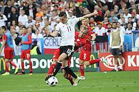 Julian Draxler (D) setzt sich durch - EM 2016: Deutschland vs. Polen, Gruppe C, 2. Spieltag, Stade de France, Saint Denis, Paris