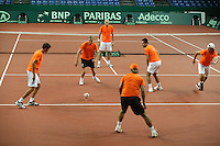 18-9-06,Leiden, Tennis, training Daviscup, The Dutch team warming up for the first training, ltr:  Robin Haase,captainTjerk Bogtstra,Peter Wessels,assistant coach Hugo Ekker, Raemon Sluiter and Igor Sijsling, both Sijsling and Haase making their debute.