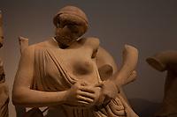 Tempio di Zeus the west pediment- Museo archeologico di Olimpia (Grecia) Frontone occidentale Lotta tra Lapiti e Centauri Patrimonio Unesco