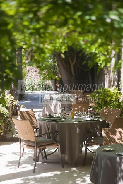 Europe/France/Languedoc-Roussillon/30/Gard/Villeneuve-les-Avignons: La brigade de l'Hôtel-restaurant: Le Prieuré avec son chef Fabien Fage