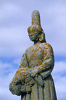 Europe/France/Bretagne/29/Finistère/Pays Bigouden/Pors-Poulhan : Monument de René Quillivic, bigoudenne marquant la frontière avec le Cap Sizun