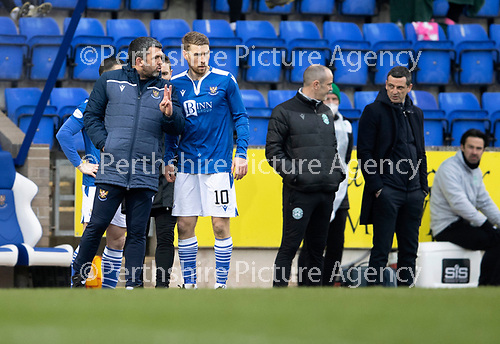 St Johnstone v Hibs …06.03.21   McDiarmid Park   SPFL<br />Saints manager Callum Davidfson gives instructions to David Wotherspoon<br />Picture by Graeme Hart.<br />Copyright Perthshire Picture Agency<br />Tel: 01738 623350  Mobile: 07990 594431