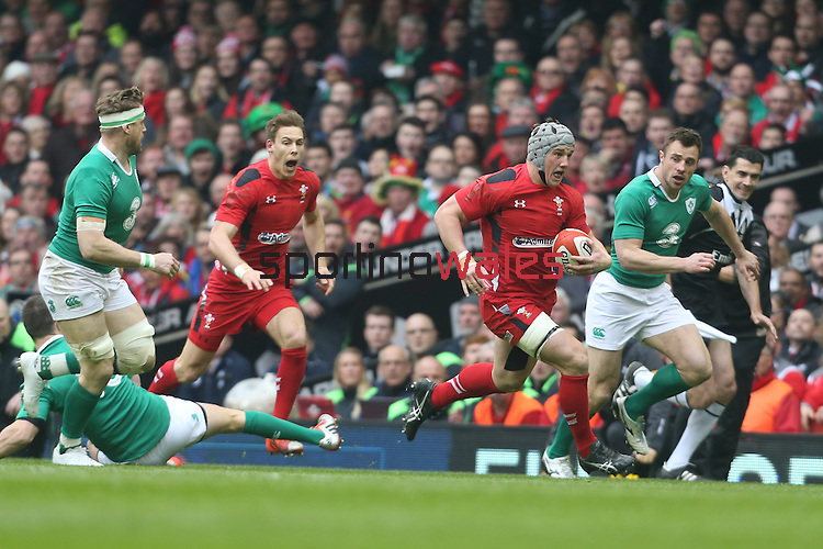 Wales centre Jonathan Davies finds space to run in.<br /> RBS 6 Nations<br /> Wales v Ireland<br /> Millennium Stadium<br /> 14.03.15<br /> ©Steve Pope - SPORTINGWALES