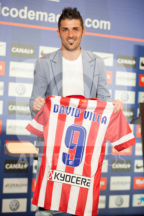 Atletico Madrid's new player David Villa poses during his presentation at Vicente Calderon stadium in Madrid. The new player was introduced by the Club´s president. July 15, 2013. (ALTERPHOTOS/Victor Blanco)