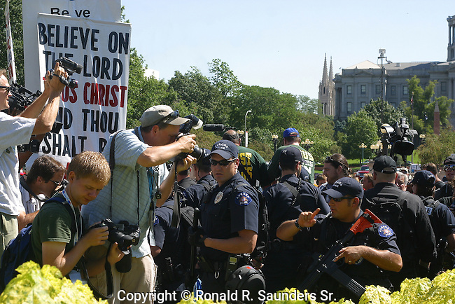 Police break up religious confrontation during the 2008 Democratic Convention. Photographers capture the moment.<br />