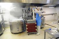 - Con.Bio. a Santarcangelo di Romagna, azienda leader in Italia per la produzione di alimenti vegetali e biologici; lavorazione del glutine di grano per la produzione del seitan<br /> <br /> - Con.Bio. in Santarcangelo di Romagna, leading company in Italy for the production of vegetable and biological food; <br /> processing of wheat gluten for the production of seitan