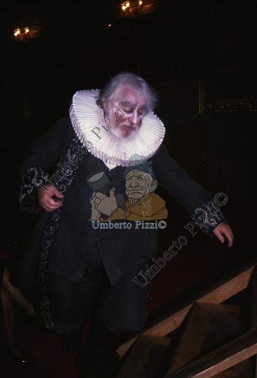 PAOLO VILLAGGIO INTERPRETA ARPAGONE NELL' AVARO DI MOLIERE<br /> ROMA 1997