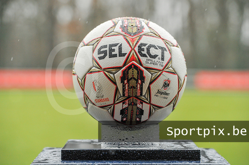 matchball pictured before a female soccer game between Standard Femina de Liege and Eendracht Aalst on the 12 th matchday of the 2020 - 2021 season of Belgian Scooore Womens Super League , saturday 30 th of January 2021 in Angleur , Belgium . PHOTO SPORTPIX.BE | SPP | STIJN AUDOOREN