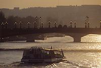 Europe/France/Ile-de-France/75008/Paris: Le Pont Aexandre III