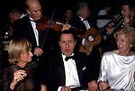 ALBERTO SORDI CON FRANCOISE SAGAN  E CLAUDE POMPIDOU<br /> PREMIO THE BEST PARIGI 1988
