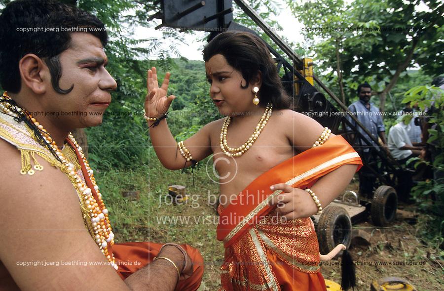 INDIA Mumbai Bombay, outdoor film shooting for TV serial Ramayana in Filmcity Goregoan / INDIEN, Bombay, Filmproduktion eines indisches Heldenepos Ramayana in der Filmstadt Goregoan