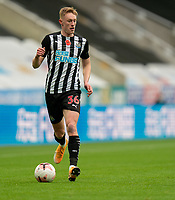 1st November 2020; St James Park, Newcastle, Tyne and Wear, England; English Premier League Football, Newcastle United versus Everton; Sean Longstaff of Newcastle United comes forward on the ball