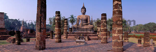 www.travel-lightart.com, ©Paul J. Trummer, Asia, Countries, Country, Geography, Thailand, Asien, Geografie, Länder, Siam, Staat, Staaten, Meditating Buddha, Wat Mahatat, Sukhothai, Temple, Architecture, building, buildings, house, house of god, houses of god, religion, temples, Architektur, bauten, Bauwerke, Gebäude, Gotteshaeuser, Gotteshaus, Gotteshäuser, Heiligtum, Religionsstaetten, Religionsstätten, Tempel, Tempelanlage, Tempelanlagen, Buddhas, Figur, Figuren, Kultur, kulturelle Veranstaltungen, Kulturen, Kunst, Plastik, Plastiken, Skulptur, Skulpturen, Steinfigur, Steinfiguren, art, culture, sculpture, sculptures, active, activities, activity, buddhism, Aktivität, Aktivitäten, Buddhismus, Buddhist, Buddhisten, Religionen