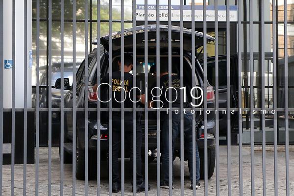 Campinas (SP), 21/09/2021 - Crime-SP - Movimentação na sede da Polícia Federal de Campinas. A Polícia Federal deflagrou na manhã desta terça-feira, 21/09/2021, a Operação Carga Implosiva para apuração de fraude em licitação relacionada à contratação de empresa para montagem de 2 (dois) hospitais de campanha na cidade de Paulínia durante a pandemia da Covid-19, entre abril e maio de 2020, no valor de 4 milhões de reais.<br /> A investigação, iniciada a partir da abordagem de um caminhão suspeito de conter carga roubada, em 6.4.2020, revelou uma série de indícios de irregularidades em processo licitatório aberto para selecionar e contratar empresa especializada em montagem de hospitais de campanha.
