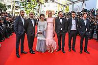 Uma Thurman et Reda Kateb sur le tapis rouge pour la soirée dans le cadre de la journée anniversaire de la 70e édition du Festival du Film à Cannes, Palais des Festivals et des Congres, Cannes, Sud de la France, mardi 23 mai 2017.