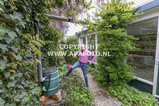 Rheden, 210521<br />Roel van Dijk. Roel is de bedenker van tegel uit de tuin , boom erin.<br />Foto: Sjef Prins - APA Foto