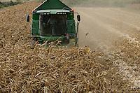 TURKEY Manisa, village Hacihaliller, corn harvest with John Deere combine harvester / TUERKEI, Dorf Hacihaliller, Maisernte mit John Deere Maehdrescher bei Farmer Ahmed Havaleoglu