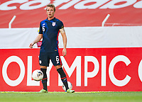 GUADALAJARA, MEXICO - MARCH 28: Jackson Yueill #6 of the United States looks for an open man downfield during a game between Honduras and USMNT U-23 at Estadio Jalisco on March 28, 2021 in Guadalajara, Mexico.