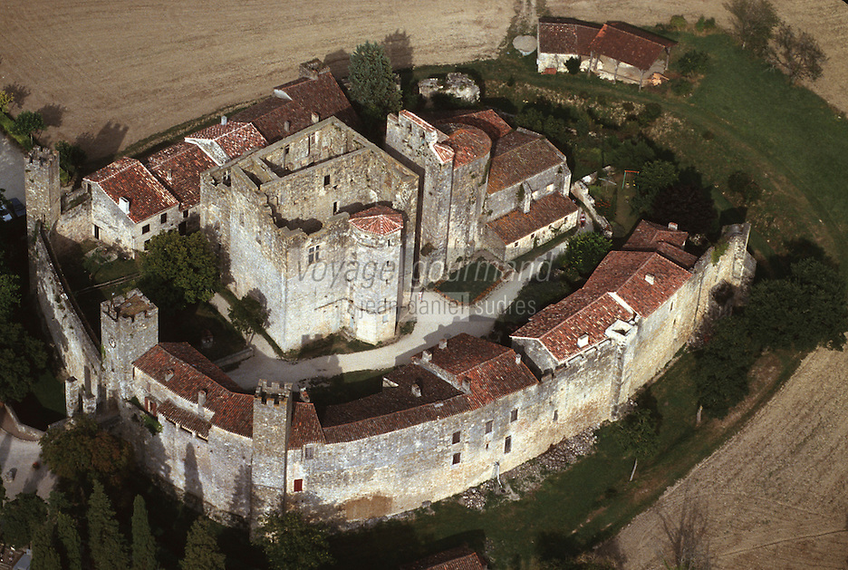Europe/France/Midi-Pyrénées/32/Gers/Larressingle: Vue aérienne de la Bastide et du château fort