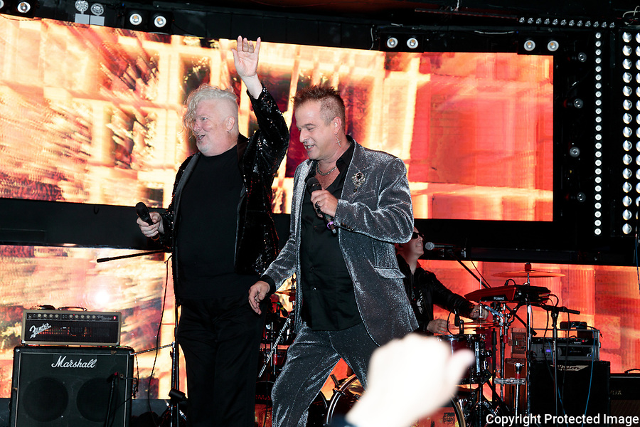 Billy Hess & Tym Moss singing If I Can dream at Soho Johnny's 911 Celebrity Benefit and Concert NYC