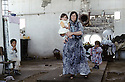 Irak 1992  Halabja: Femme avec ses enfants dans une maison en ruines Iraq 1992   Halabja: A woman and her children in a decayed house