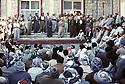 Irak 1991  A Rowanduz,Masoud Barzani à Rowandouz parlant a ses sympathisants   Iraq 1991  In Rowanduz,  Masoud Barzani delivering a speech in front hiss supporters