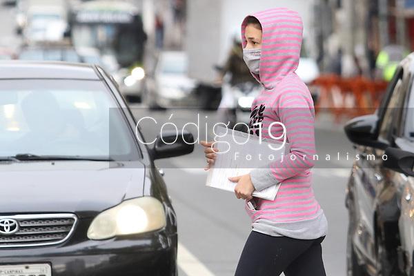 Campinas (SP), 22/09/2021 - Clima-SP - Após atingir 37,9°C ontem e batendo o recorde com a maior temperatura registrada no ano, pedestres de Campinas, interior de São Paulo, enfrentaram o frio no inicio da manhã desta quarta-feira (22) na região central da cidade a temperatura era de 14°C.