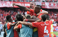 CALI - COLOMBIA, 07-12-2019: Jugadores del América celebran después de anotar el primer gol durante partido por la final vuelta, de la Liga Águila II 2019 entre América de Cali y Atlético Junior jugado en el estadio Pascual Guerrero de la ciudad de Cali. / Players of America celebrate after scoring the first goal during match for the second leg final match, as part of Aguila League II 2019 between America de Cali and Atletico Junior played at Pascual Guerrero stadium in Cali. Photo: VizzorImage / Alejandro Rosales / Cont