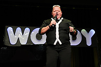 Woody Feldmann beim Auftritt in der Stadthalle Gernsheim  - Gernsheim 05.11.2019: Woody Feldmann und Ralf Baitinger in der Stadthalle Gernsheim