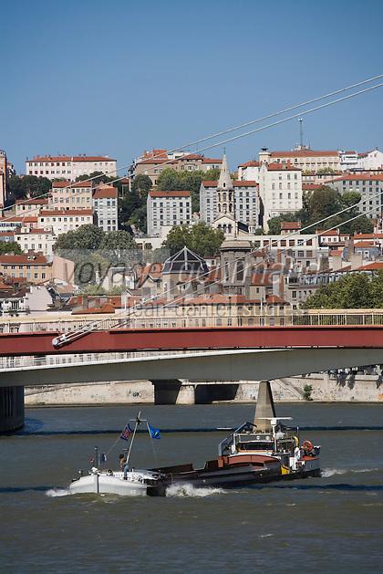 /France/Rhône-Alpes/69/Rhône/Lyon: Les quais de Saône et passerelle et navigation fluviale